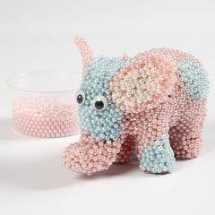 Elefant af pap dekoreret med Pearl Clay og rulleøjne