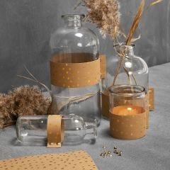 Glasflasker og lysglas dekoreret med læderpapir