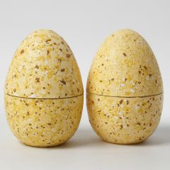 Todelte æg dekoreret med terrazzoflager og hobbymaling