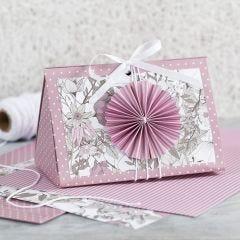 Rosa gaveæske med roset og designpapir