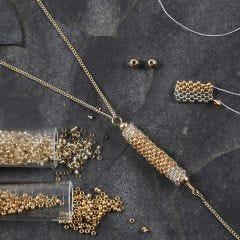 Rocaiperle rør som vedhæng til halskæde