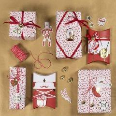 Julegaveindpakning med nøddeknækker stickers og design mærkater