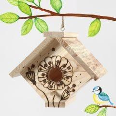 Fuglehus dekoreret med elbrænder