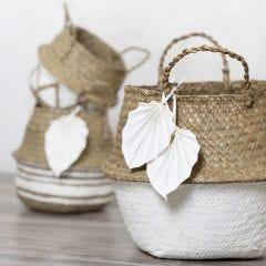 Kurv af søgræs dekoreret med hobbymaling og blade af læderpapir