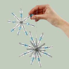 Snefnug af chenille og perler til ophæng