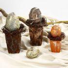 Påskedekoration i urtepotte med påskeæg dekoreret med Paverpol