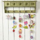 Uro med sommerfugle og blomster af karton og silkepapir