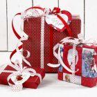 Juleindpakning i rødt og hvidt