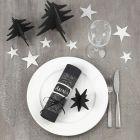 Juleborddækning med bordpynt i sort og sølv