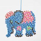 Elefant af stribede rørperler på stiftplade