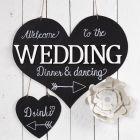 Velkomstskilt af træ til bryllupsfest pyntet med tavlemaling og Chalk Marker