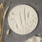 Platte af selvhærdende ler med aftryk af tørrede blomster