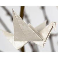 Origami fugl foldet i perlemorspapir