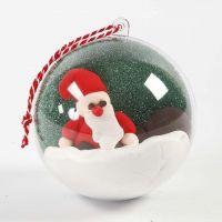 Julekugle med landskab af julemand af Silk Clay og mosgummi