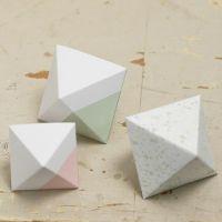 Malet og foldet diamant af karton