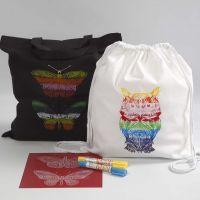 Mulepose og skopose dekoreret vha. stencilark med voksfarver