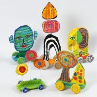 Skulptur på hjul af genbrugspap og gipsgaze