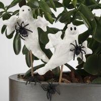 Blomsterdekorationer af Silk Clay formet som spøgelser