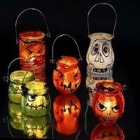 Halloween lanterner dekoreret med silkepapir og vinduesmaling