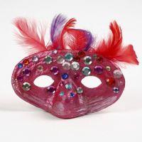 Maske i papmaché med fjer og rhinsten