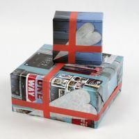 Gaveindpakning i papir med manillainspireret collage