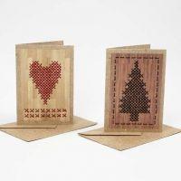 Julekort med hjerte og juletræ broderet på origamipapir