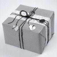 Indpakning i Paris fra Vivi Gade Design, pyntet med laksegl