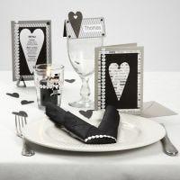 Bordpynt, bordkort og invitation i sort og hvid med hjerter