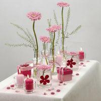Borddækning i hvid og rosa med blomster