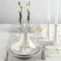 Borddækning og bordpynt i hvidt