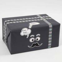 Indpakning med pynt af Masking Tape og stickers