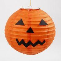 Halloween rispapirlampe dekoreret som græskar