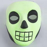 Halloween maske med elastiksnor malet med selvlysende maling