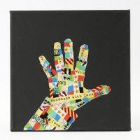 Sort malerlærred med hånd i silhuet af mønstret Masking Tape