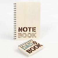 Notesbog med træomslag, dekoreret med brændte ord