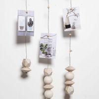 Uro af vindseltråd med magneter til ophængning af fotos osv.