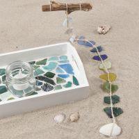 Malet bakke med glasmosaik
