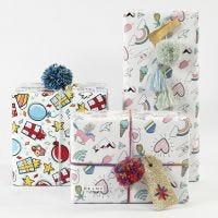 Indpakning med gavepapir, garn og pynt