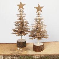 Juletræer i udstanset læderpapir på træfod