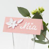 Bordkort med udstansede blomster i karton med 3D effekt