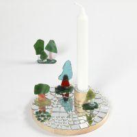 Lysestage pyntet med mosaik