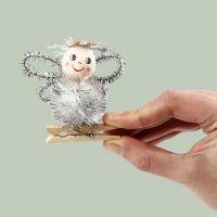 Engel af pompon og chenille sat på en klemme