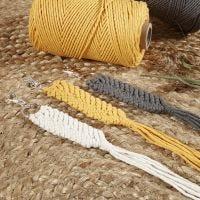Macramé nøglering af knyttesnor