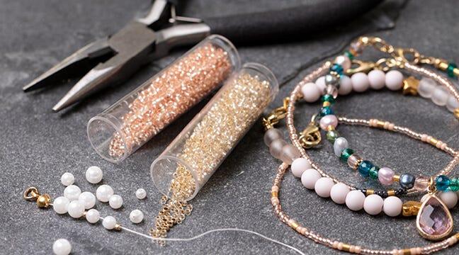 Perler, smykkedele og smykkeværktøj