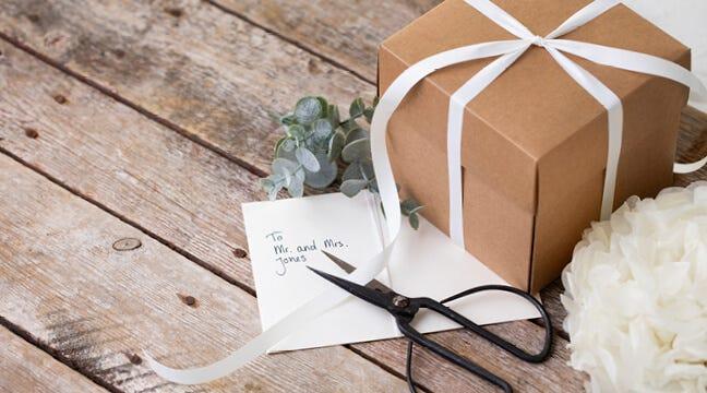 Festartikler, gaveindpakning og kort