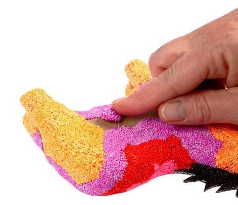 Lav farverige dekorationer og beklædning med Foam Clay